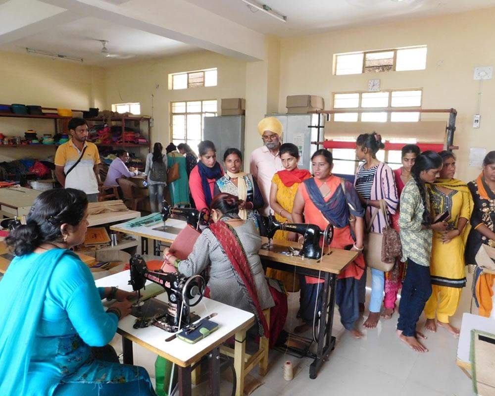 SEWING MACHINE TRAINING